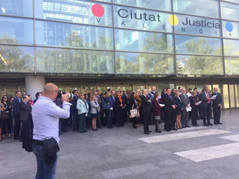 Jueces y fiscales piden independencia revisi n de la for Oficinas hacienda valencia