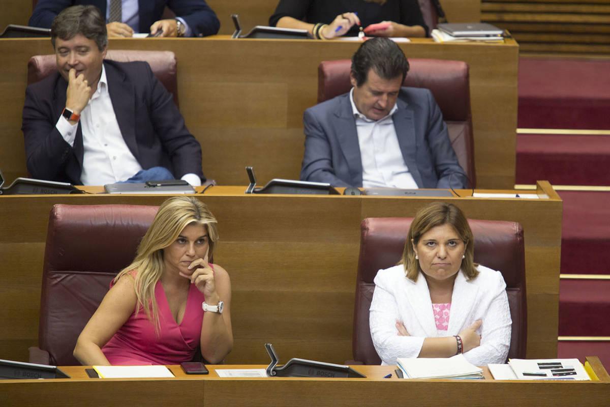 La líder del PPCV, Isabel Bonig, y su número dos Eva Ortiz durante un pleno de Les Corts. Foto: KIKE TABERNER