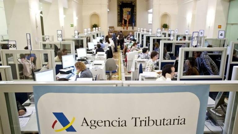 La agencia tributaria ha devuelto ya 219 millones de euros for Oficinas hacienda valencia