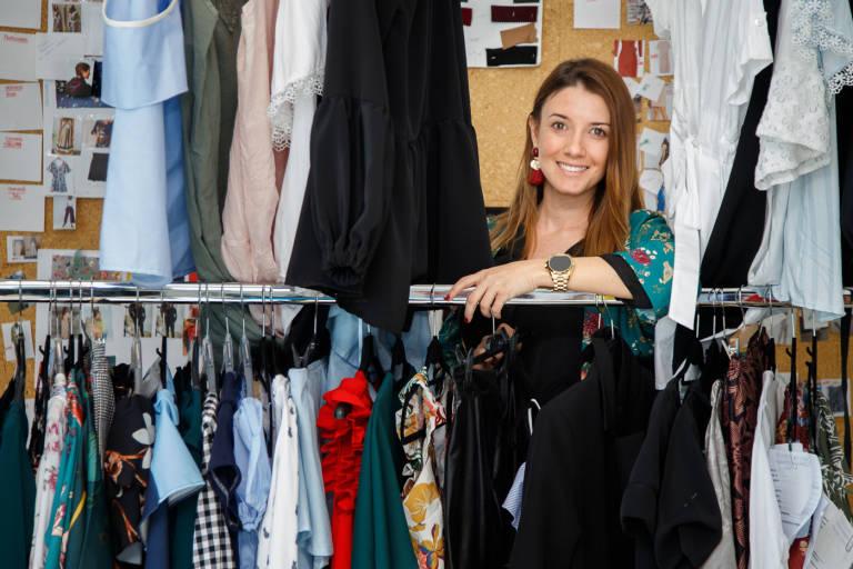 Apertura Prepara Tienda De En Su Física Primera Valentina La xOwpx
