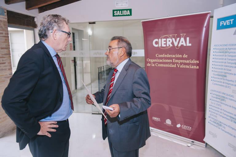 Javier López Mora, exsecretario general de Cierval, junto a José Vicente González