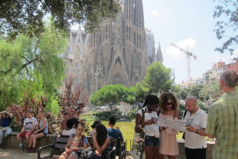 El turismo genera 142.000 M €, pero reduce su crecimiento al 2% | Economía