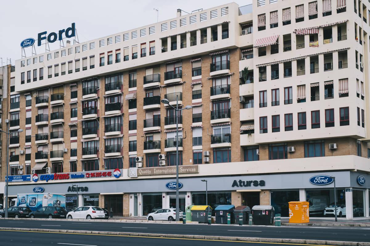 Edificio en la Avenida Ausias March en el que se ubican los tres pisos del caso Blasco que son propiedad de la Generalitat. Foto: KIKE TABERNER