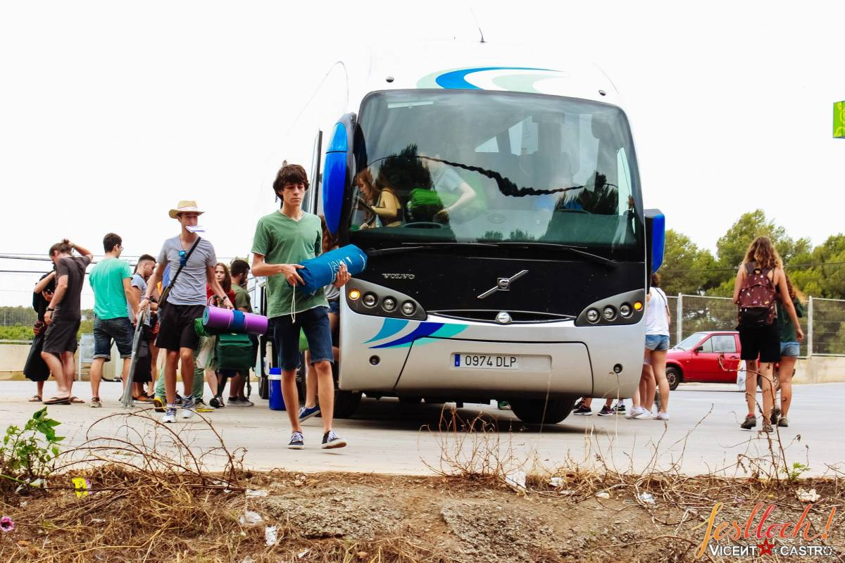 Turistas llegando al Feslloc