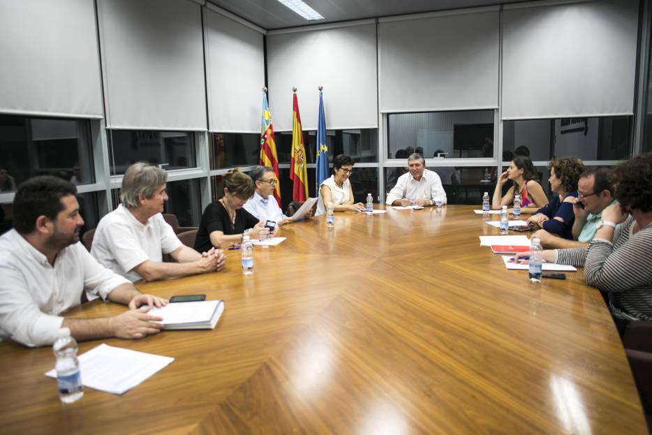 Noche en vela en la Conselleria de Economía por el Debate de Política General de 2017. Foto: EVA MAÑEZ