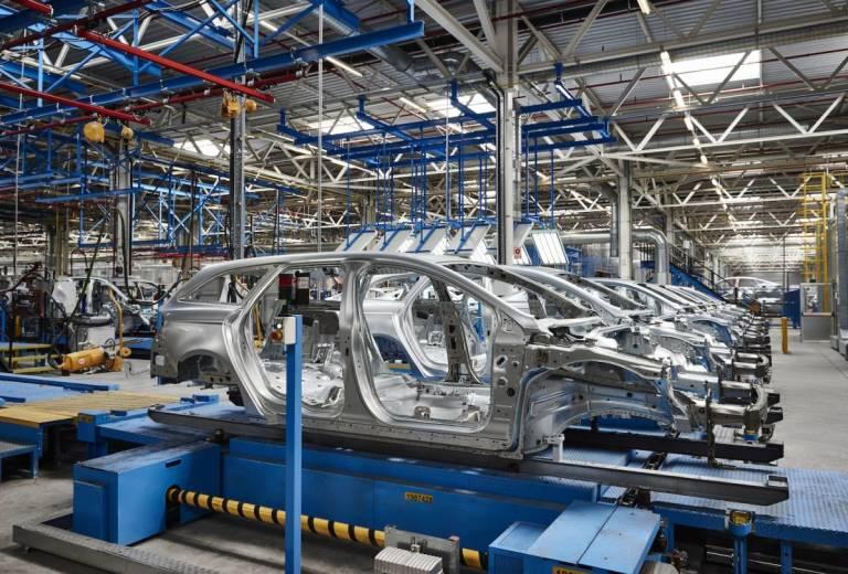 Ford piensa cerrar dos plantas rusas para reducir pérdidas