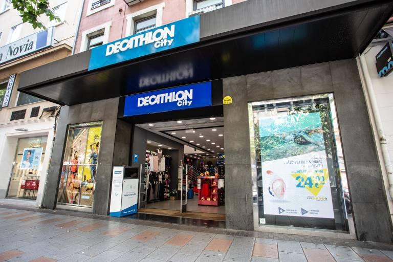 para jugar problema Betsy Trotwood  Decathlon llega al centro de València con su primera tienda 'city' -  Valencia Plaza