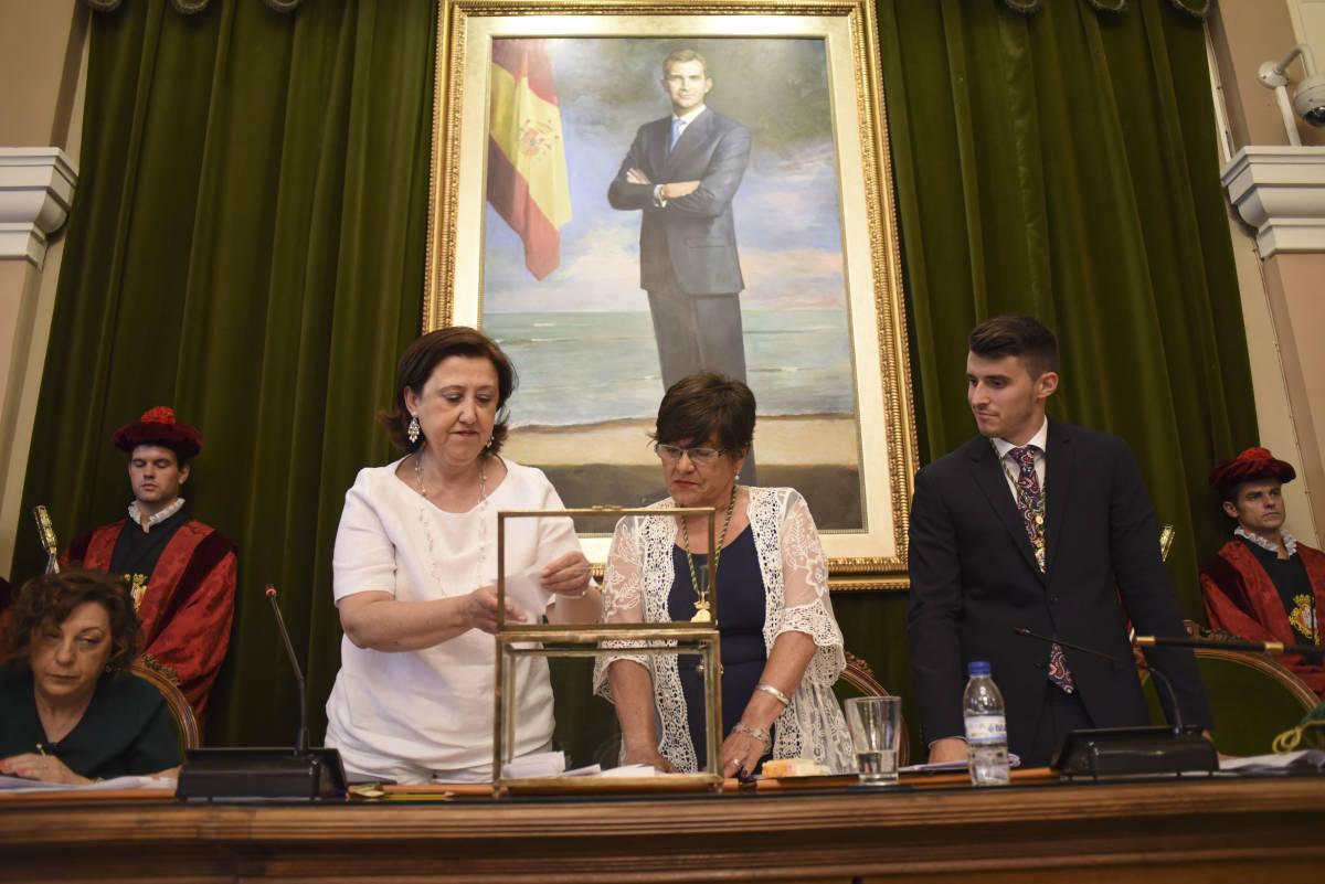 María Jesús Garrido, en el centro, junto a Jorge Ribes. (Foto: CARLOS PASCUAL)