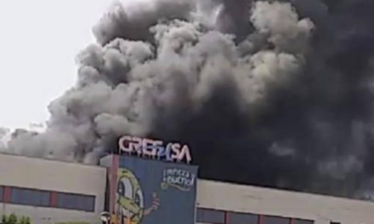 Declarado Un Incendio En La Fabrica De Grefusa En Alzira Valencia
