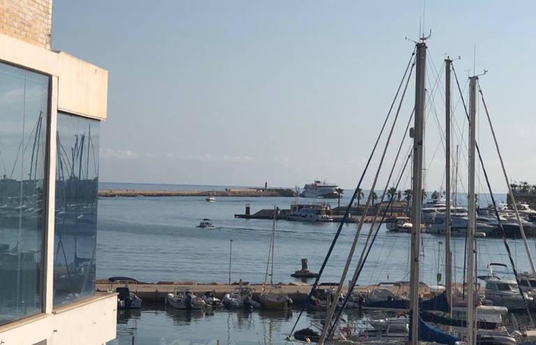 Evacuados los 393 viajeros de un ferry que encalló en Dènia