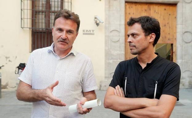 El presidente de la EMT, Giuseppe Grezzi, y el gerente, Josep Enric García Alemany, explicando los detalles del fraude. Foto: EFE.