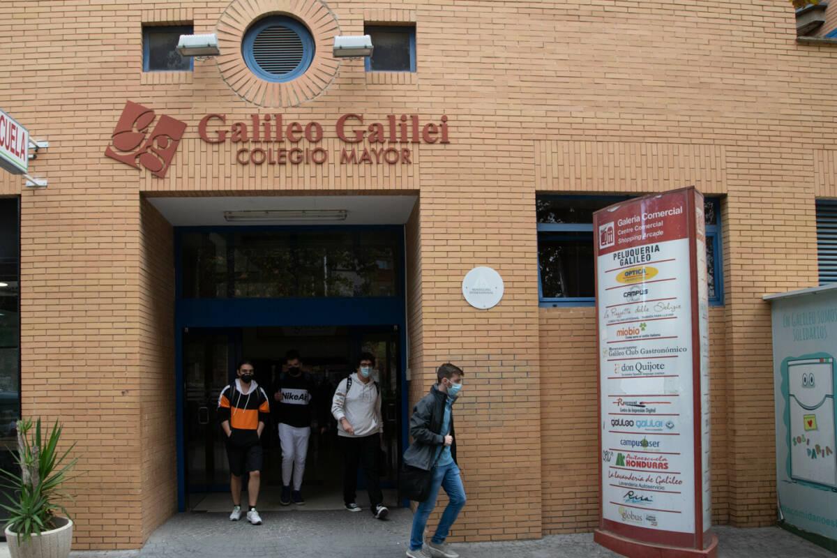 Residentes del Galileo el pasado viernes. Foto: KIKE TABERNER