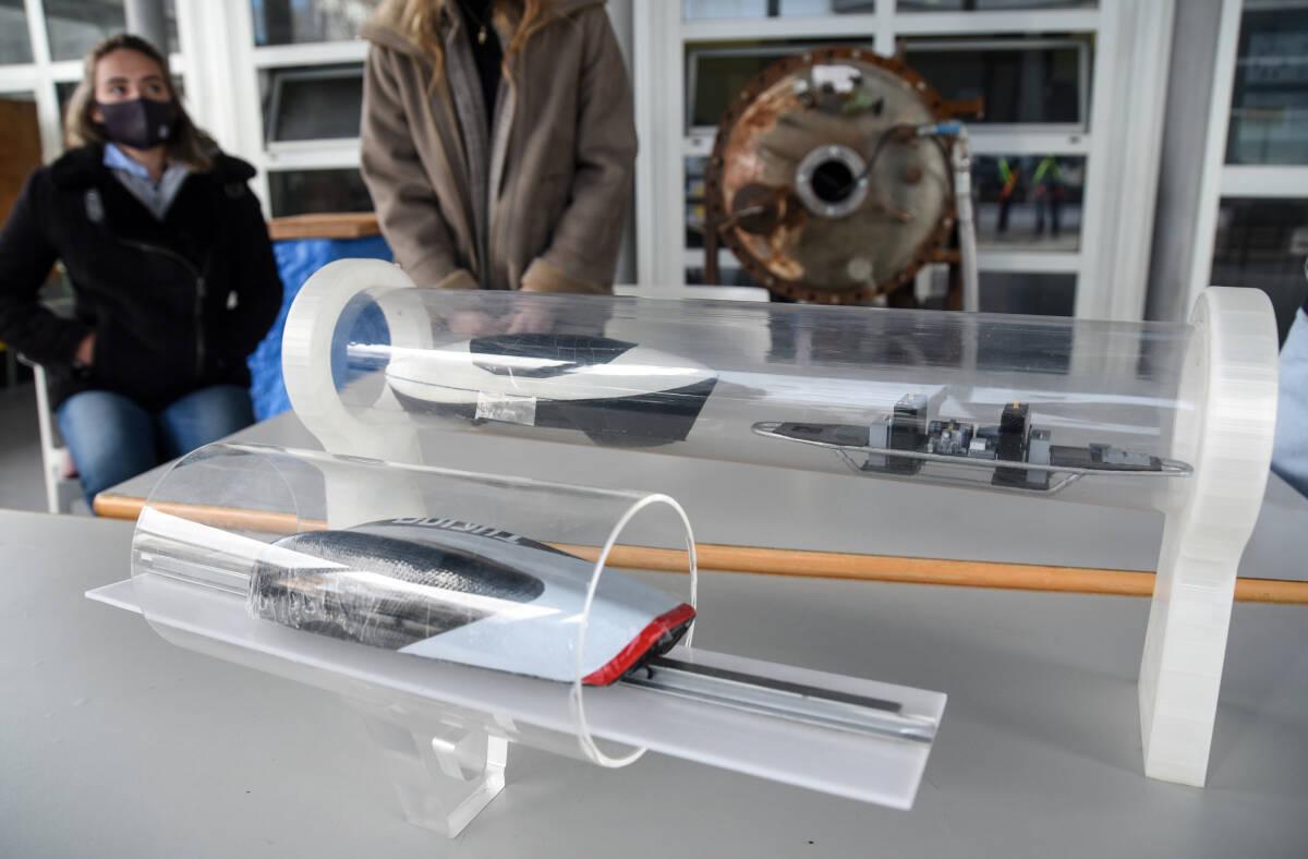 Maqueta de los prototipos Turian y Valentia del equipo Hyperloop UPV. Foto: EDUARDO MANZANA