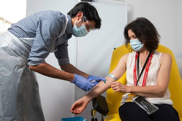 La vacuna de Oxford es eficaz y segura, según resultados contrastados