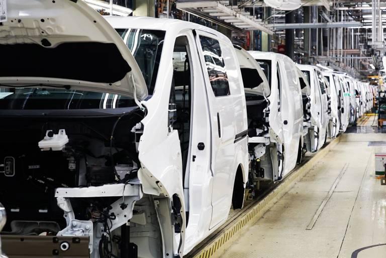 Nissan cerrará planta en Barcelona; Inglaterra concentrará producción en Europa