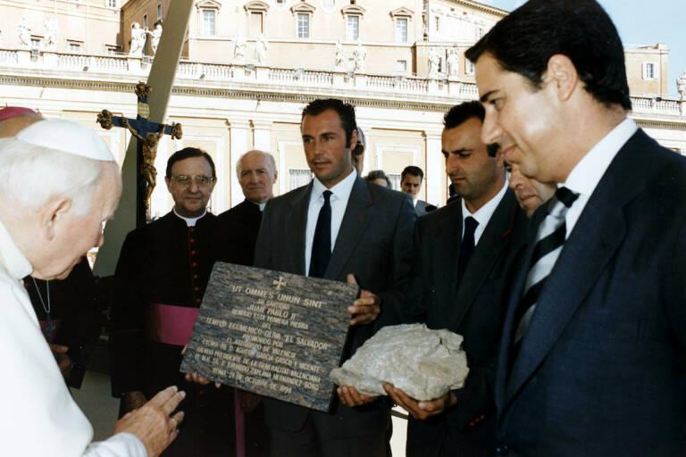Zaplana, presentando el proyecto de Oliva a Juan Pablo II