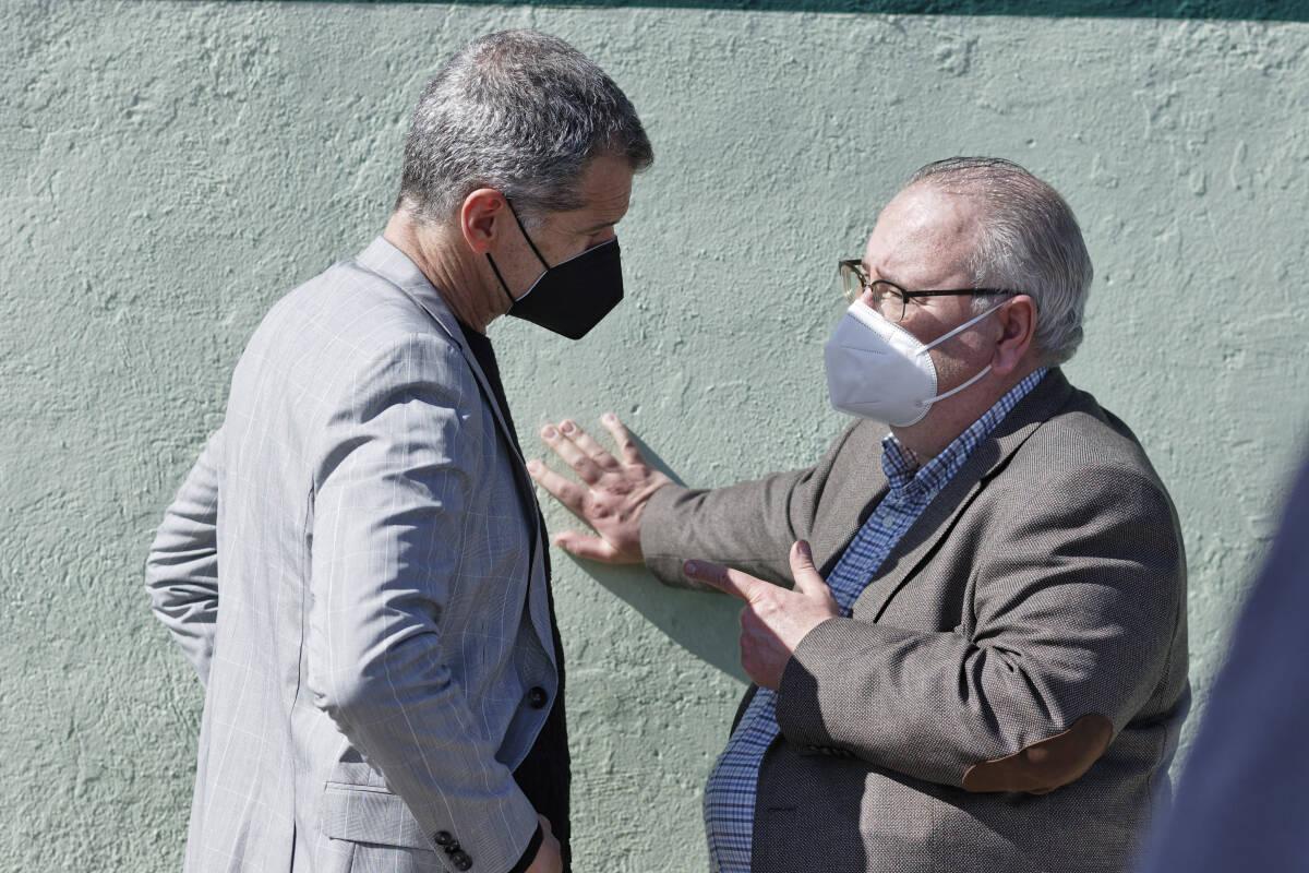 Toni Cantó y Vicente Fernández, en Castelló. Foto: ANTONIO PRADAS