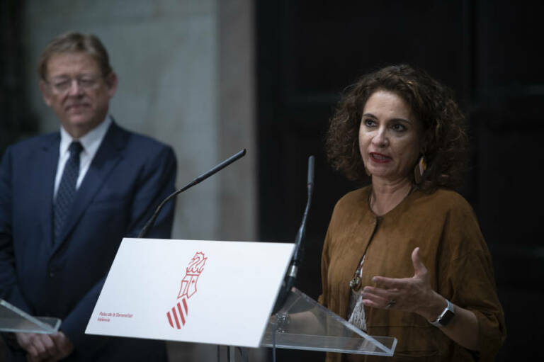 Ximo Puig y María Jesús Montero. Foto: KIKE TABERNER