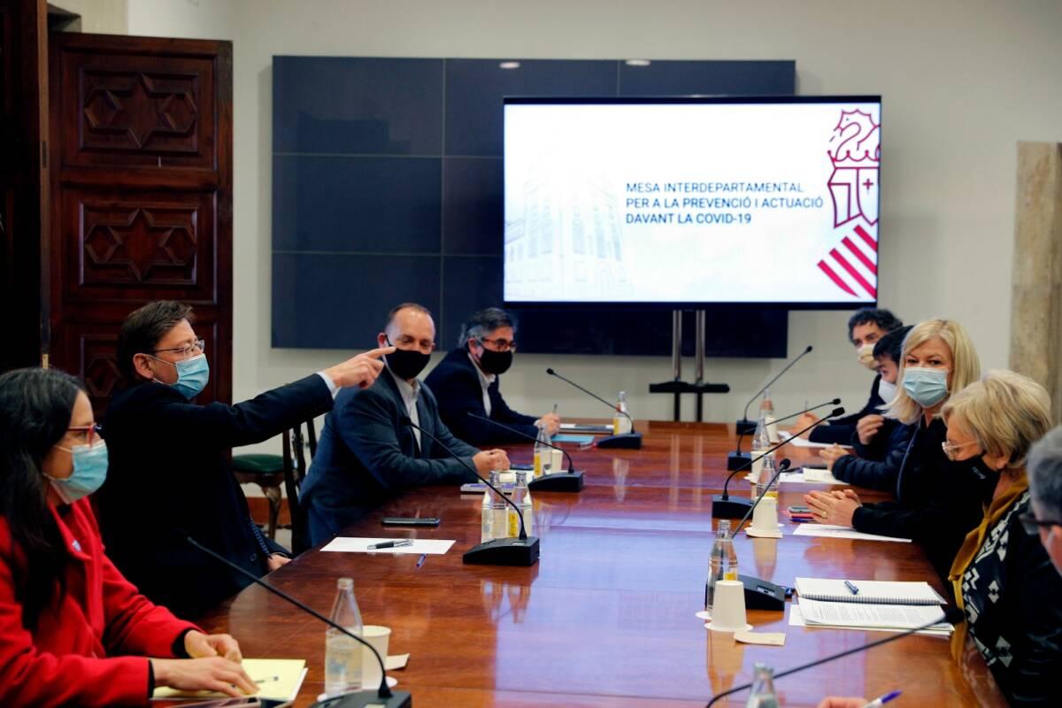 Imagen de una reunión de la Mesa Intedepartamental contra la covid. Foto: EFE
