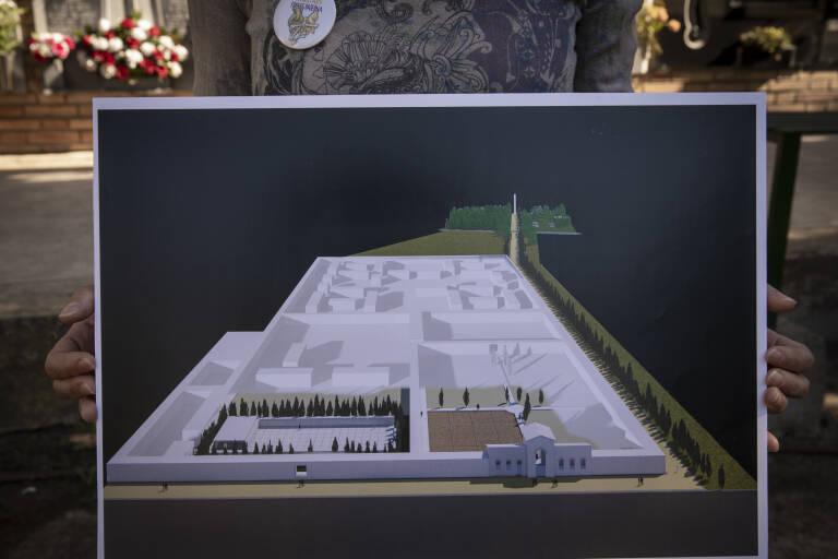 Plano del proyecto al completo, con el mausoleo a la izquierda y las fosas a la derecha. Foto: EVA MÁÑEZ