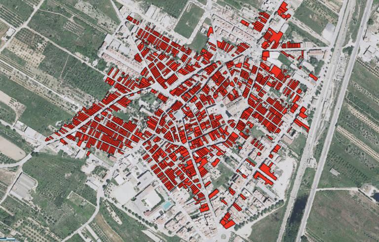 Vista de Alcalà de Xivert, donde ninguno de los inmuebles de más de 50 años (en rojo) tiene el IEEV.CV. Foto: GVA
