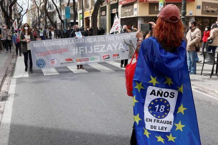 Manifestación de interinos en València, el pasado marzo. Foto: EFE/KAI FÖRSTERLING
