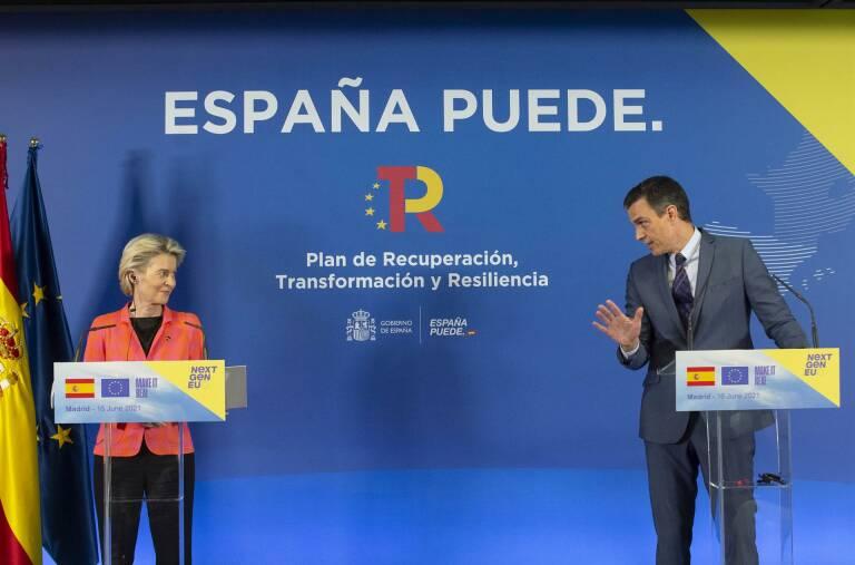 Ursula von der Leyen y el presidente del Gobierno, Pedro Sánchez. Foto: EP/A.ORTEGA.POOL
