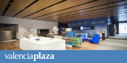 Caixabank galardonada con el premio dec al mejor proyecto for Oficinas caixabank valencia